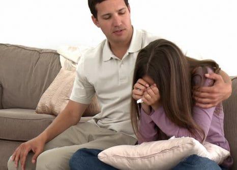 ¿Cómo ayudar a una amiga o familiar que vive una relación de pareja violenta?