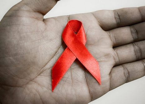 La atención psicológica con las personas VIH positivo/SIDA y sus familias